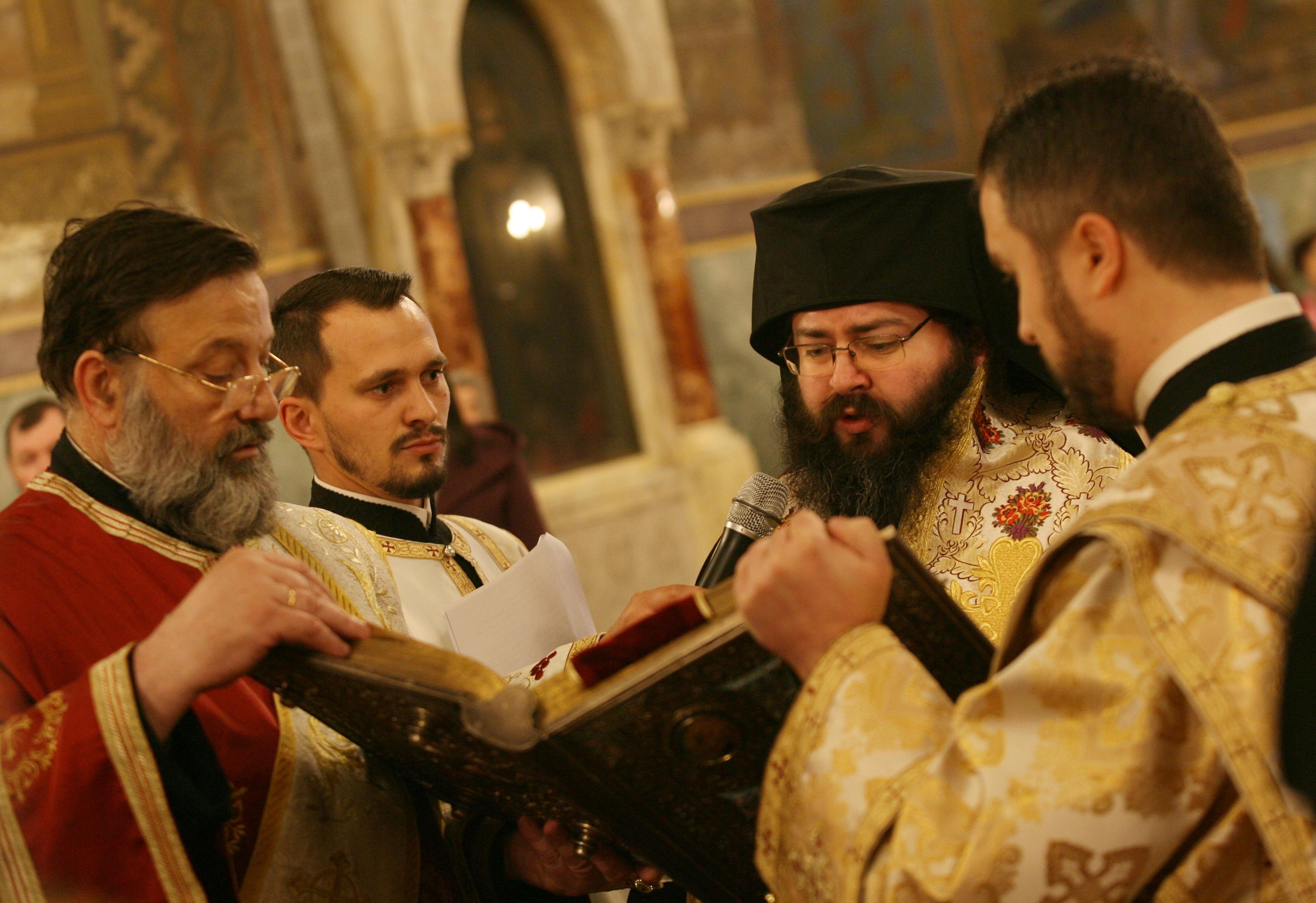 """По-рано днес в патриаршеската катедрала """"Св. Александър Невски"""" беше отслужен молебен за 24 май."""