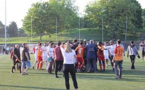 Брутална атака над съдията от двата отбора в мач между турци в Англия