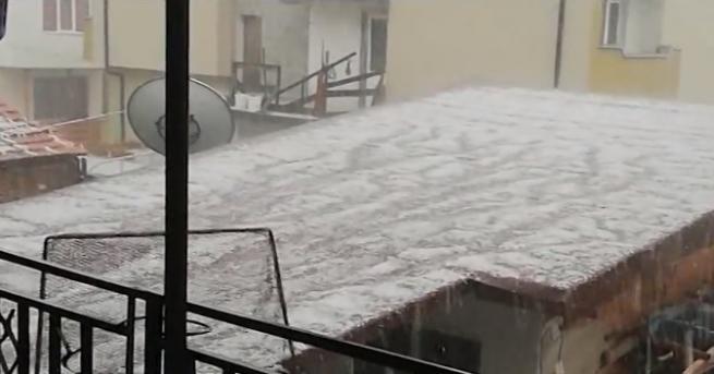Невиждана градушка удари Панагюрище. Причинени са сериозни щети върху земеделската