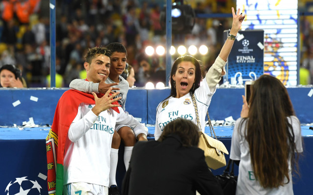 Нападателят на Реал Мадрид Кристиано Роналдо спечели за безпрецедентния пети