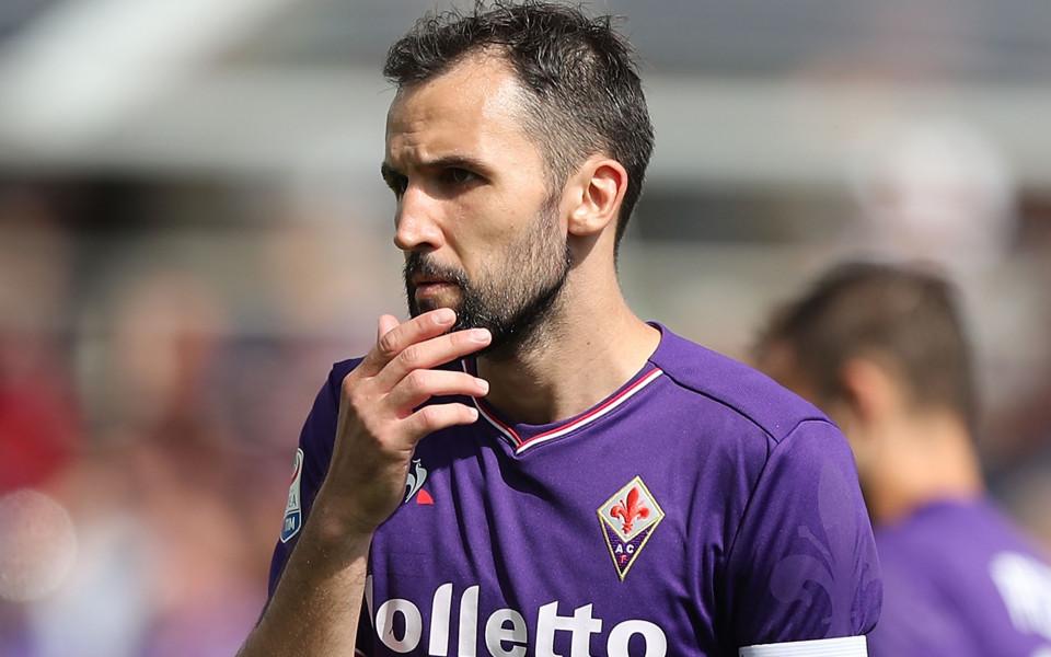 Лацио урежда двама играчи, търси и нападател