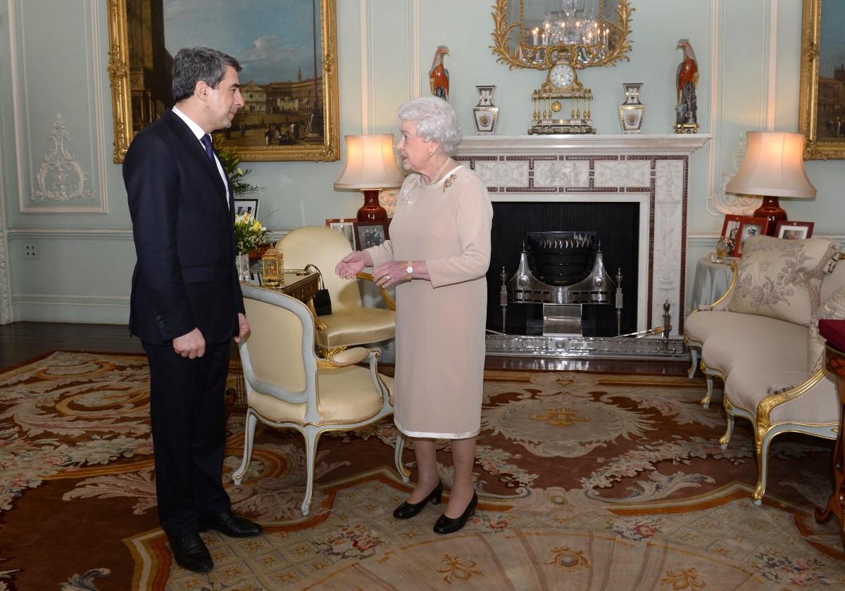 10. През юли 2012 г. българският президент Росен Плевнелиев (2012-2017 г.) заминава за Лондон по покана на кралицата. Той присъства на прием, който тя дава, и на четиричасовата церемония по откриването на 30-те Летни Олимпийски игри. Две години по-късно президентът отново се среща с Елизабет II в Бъкингамския дворец.