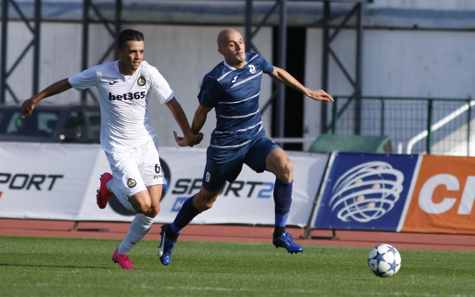 Българският защитник Костадин Велков отново тренира с германския Кемницер, след