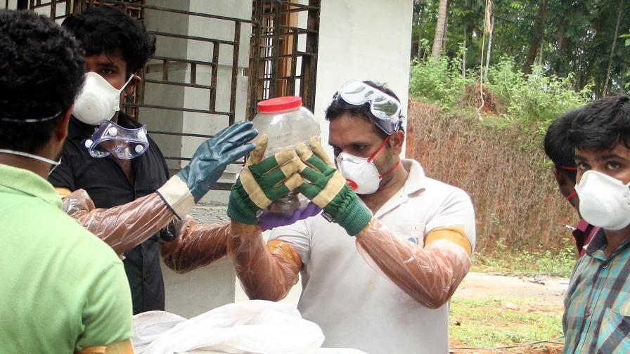 """Вирус, определян като """"новата ебола"""", плъзна в Индия"""
