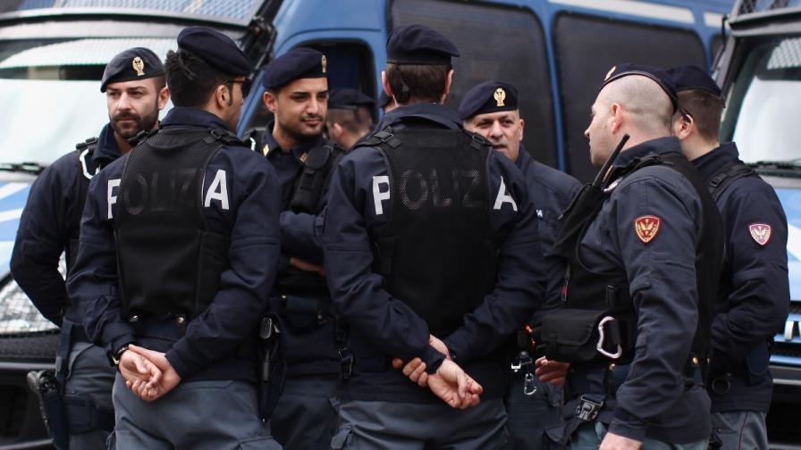Зрелищен обир в Рим, търсят българска кола