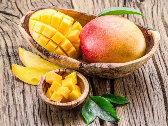 Манго. Една купичка или 60 грама от него ви доставя витамин C и успява да подобри настроението ви, най-вече заради аромата и сладко-киселия вкус.