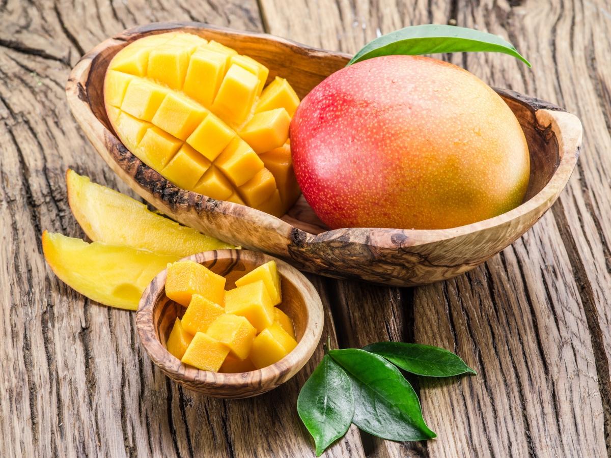 Цитрусовите плодове. Освен всички витамини, които съдържат, те също имат и фруктова захар, но в неголеми количества, така че спокойно можете да ги консумирате неограничено.