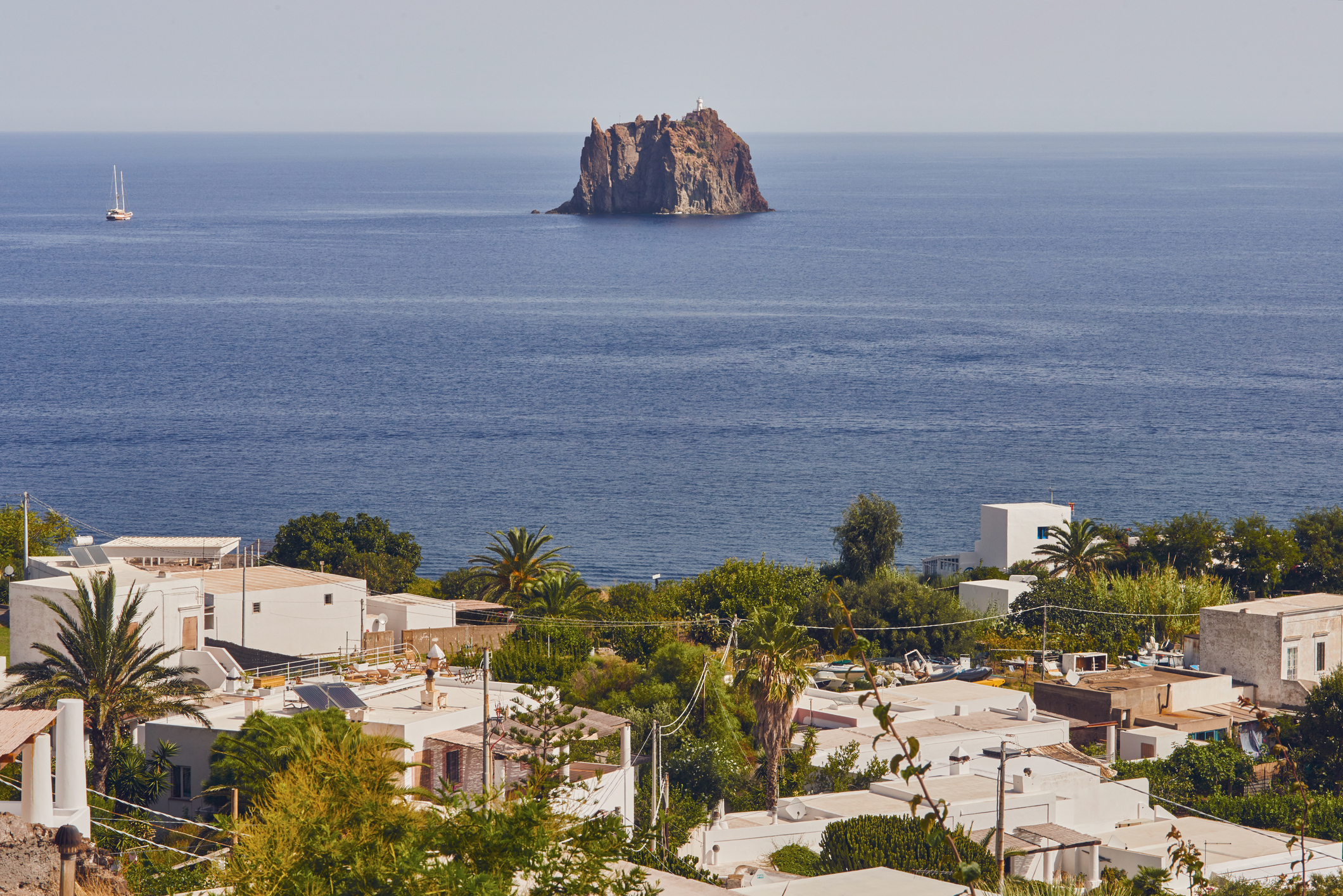 Стромболи, Италия - на север от Сицилия, това място е идеално за безгрижни туристи.