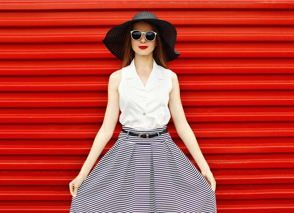 - Носете поли, особено с широка кройка и висока талия.