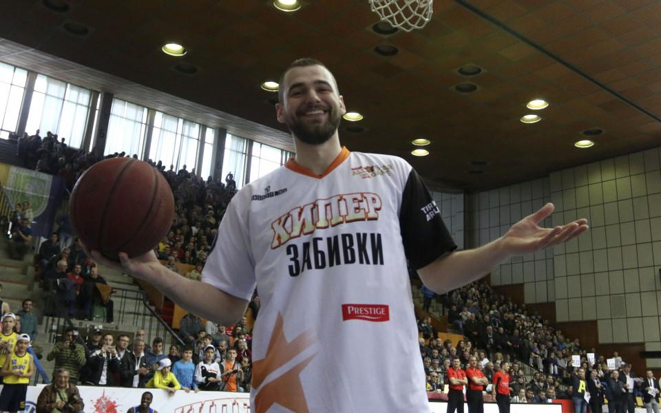 Добър мач на Маринов при успех на Стяуа във втория мач от финала в Румъния