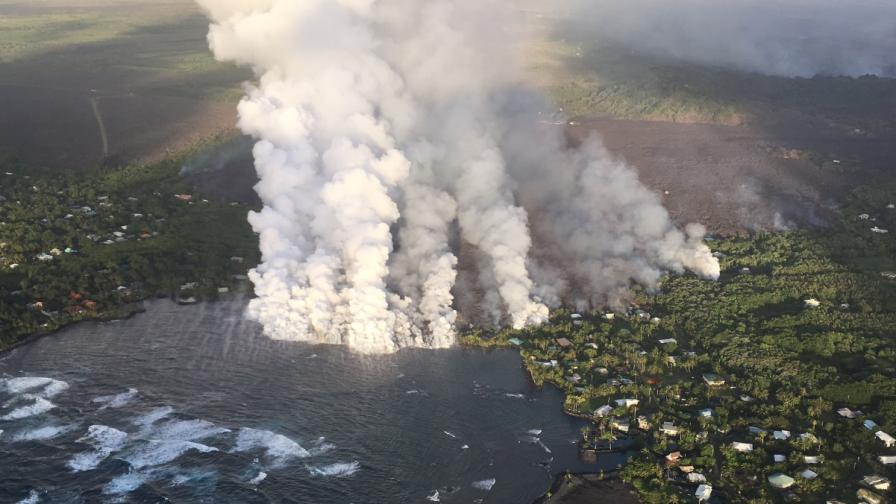 Лава заля цял квартал при ново изригване на Хаваите