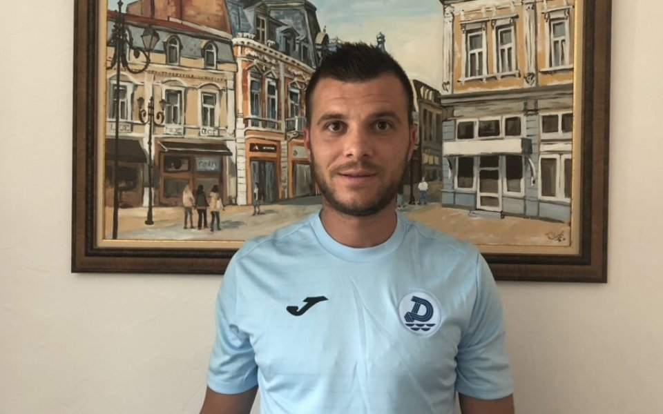 Защитникът Георги Динков е поредният играч, който си тръгва от