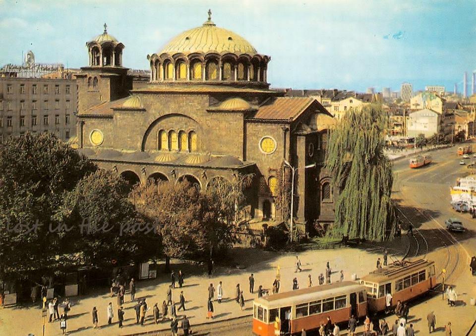 София - площад Ленин. Картичка от 1975г.