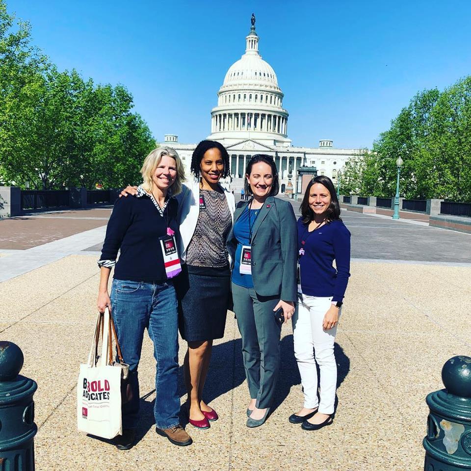 Медицинският екип, който се грижил за жената в Националния институт за злокачествени заболявания на САЩ в Мериленд, са категорични, че терапията е унищожила раковите клетки толкова ефективно, че тя вече две години е напълно изчистена.