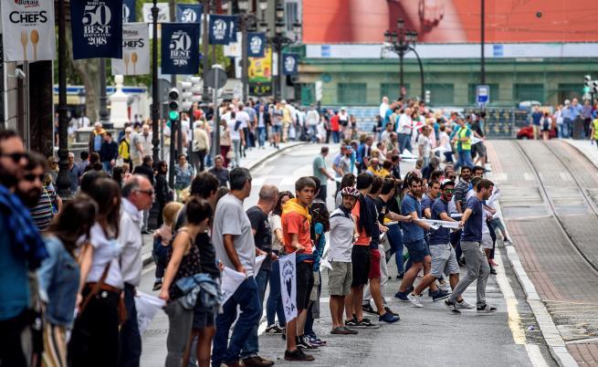 Oгромна жива верига на баските за независимост от Испания