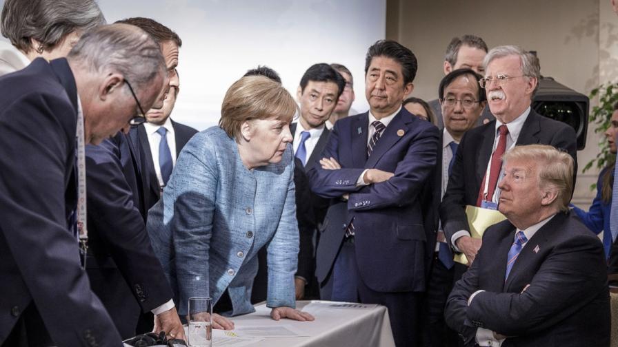 Тази снимка от срещата на Г7 разбуни духовете в инернет