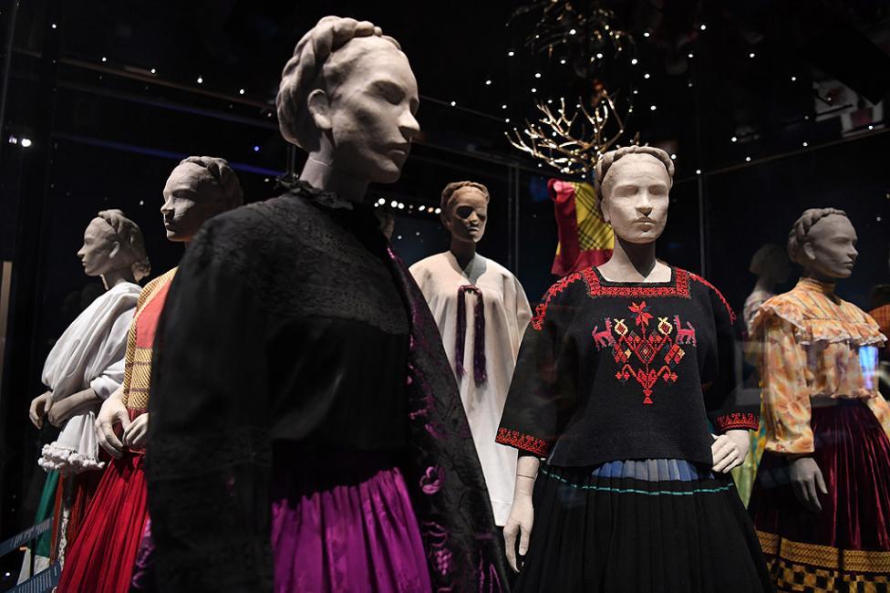 """- Вещи на мексиканската художничка Фрида Кало са показани в музея """"Виктория и Албърт"""" в Лондон, Великобритания. Това е първата изложба извън Мексико и..."""