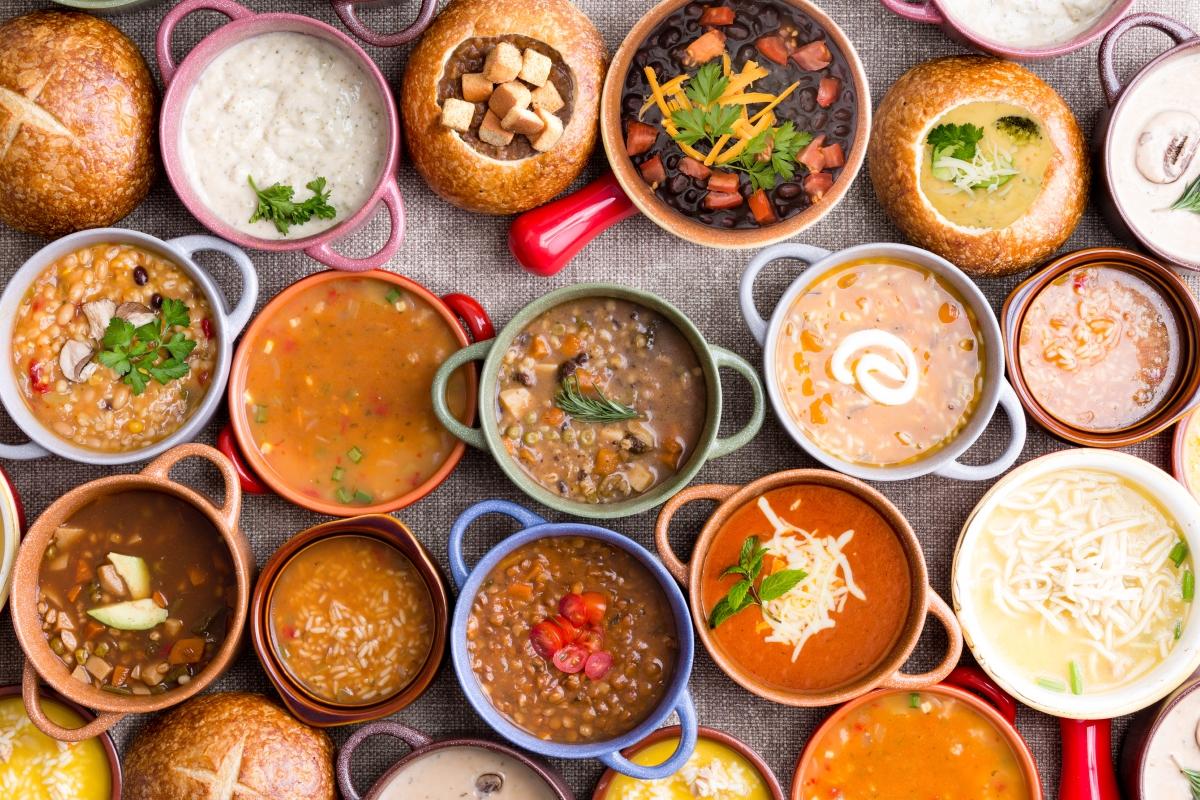 Супите. Много често се случва те да бъдат приготвени предната вечер и да бъдат размразявани за следващия ден. Също така храната, която не е била оползотворена през деня, може да се окаже в супата на следващия ден.