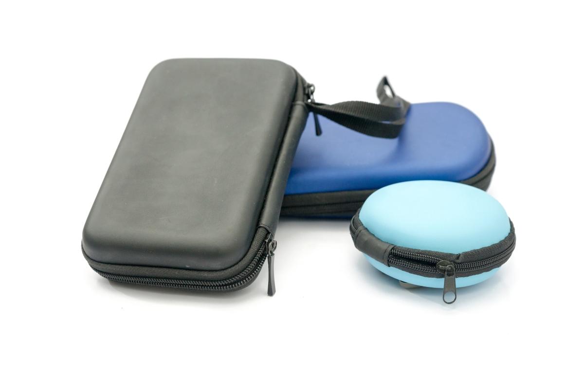 Не забравяйте и несесери, в които да държите различните видове козметика и необходими вещи, за да не се пръснат из багажа.