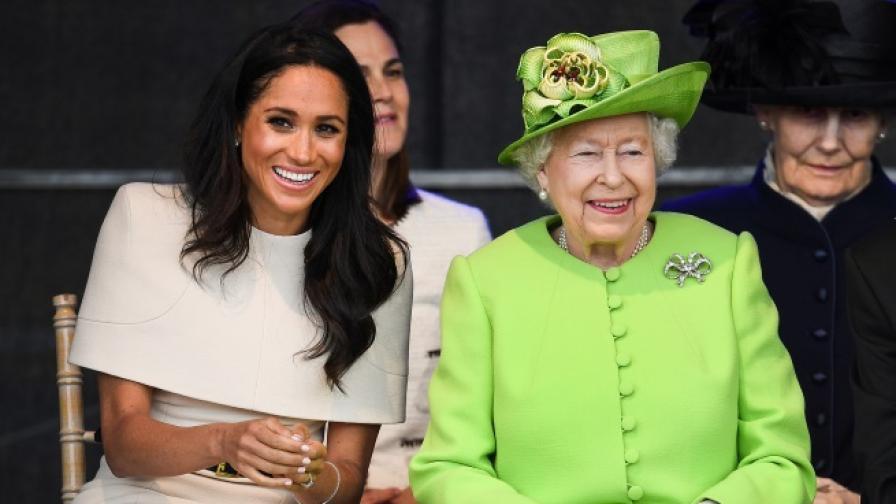 Защо Меган се облича така, когато е с кралицата