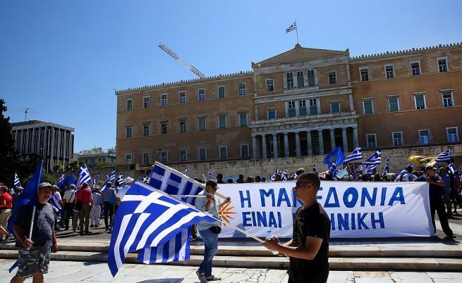 Гърция гласува вота на недоверие за името на Македония