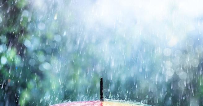 Предупреждения за обилни валежи с гръмотевици е в сила за