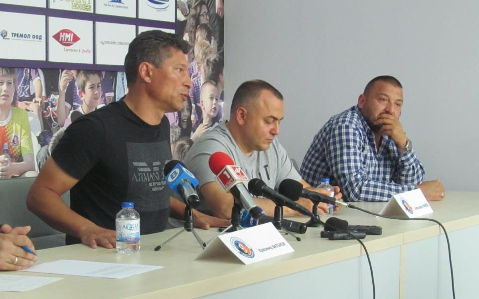 Балъков остава в Етър, тимът се запазва