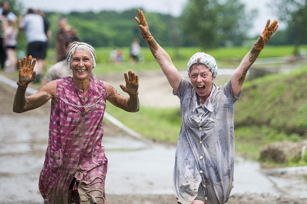 - Brutalfutas (Brutal Run) в Ниредхаза, на 55 км югоизточно от Будапеща, Унгария. Общо 2420 души взеха участие в надпреварата във вода и кал