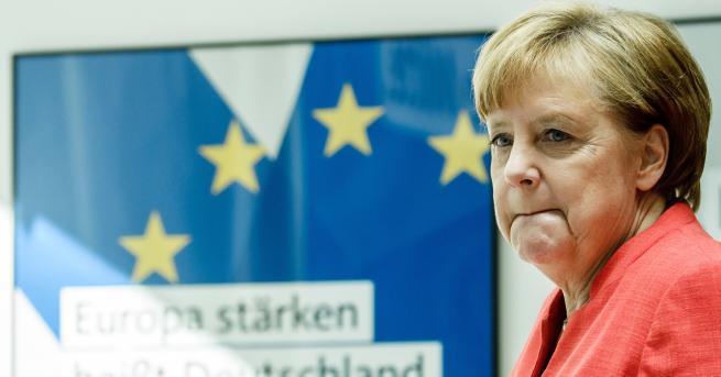 Германският вътрешен министър Хорст Зеехофер даде на канцлера Ангела Меркел