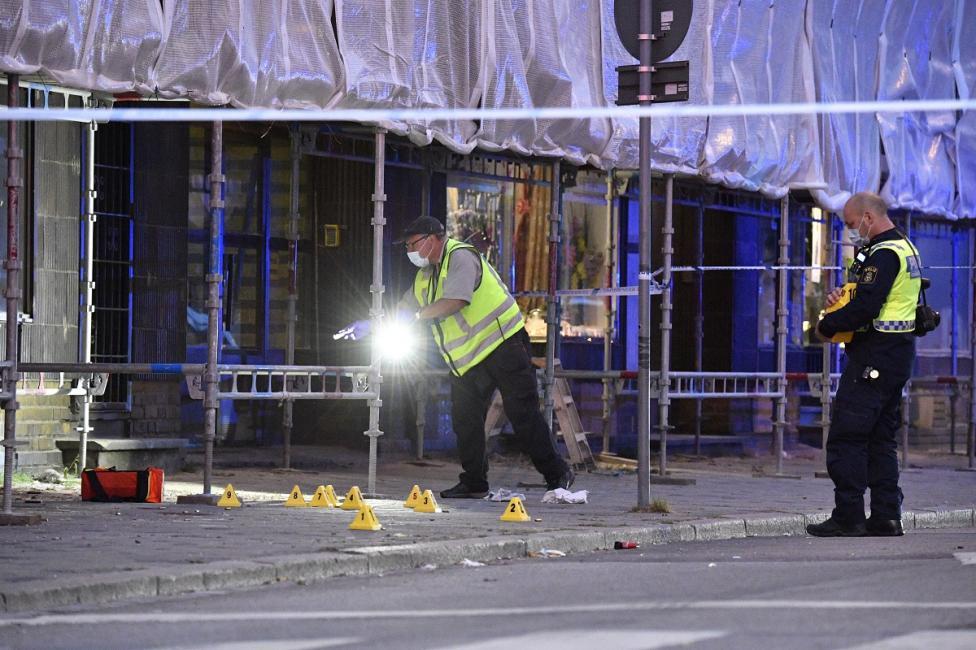 - В центъра на шведския град Малмьо снощи избухна престрелка, в която двама бяха убити и трима други бяха ранени
