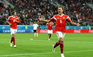 Русия гледа към 1/8-финалите, Египет стяга багажа