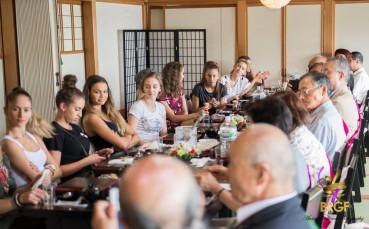 Грациите гости на ритуал по приготвянето на традиционен японски ориз