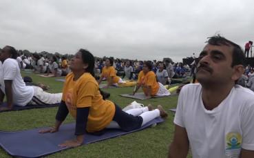 65 хиляди поставиха нов световен рекорд за йога