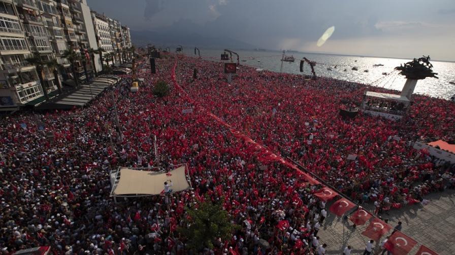 Над 2 милиона турци в подкрепа на опонента на Ердоган