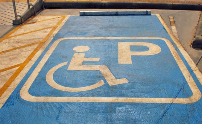 Злоупотребява ли се със стикерите за паркиране за хора с увреждания