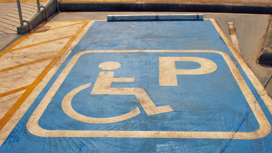 Конфликт за паркомясто за хора с увреждания възмути стотици