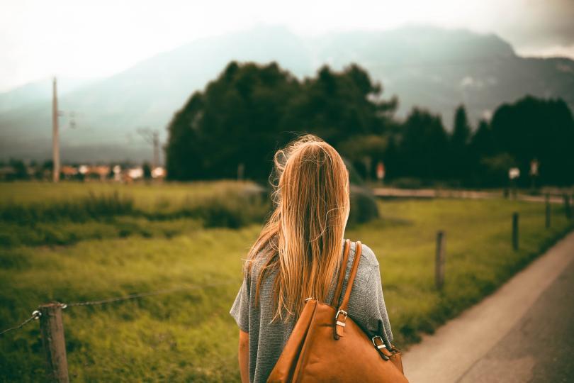 <p><b>Риби</b></p>  <p>Днес си дайте почивка, особено ако през изминалите дни сте били подложени на стрес и напрежение. Прекарайте по-дълго време с близки хора и се насладете на уюта на дома. Това ще подобри настроението ви и ще виждате ясно възможностите, а не единствено проблемите.</p>