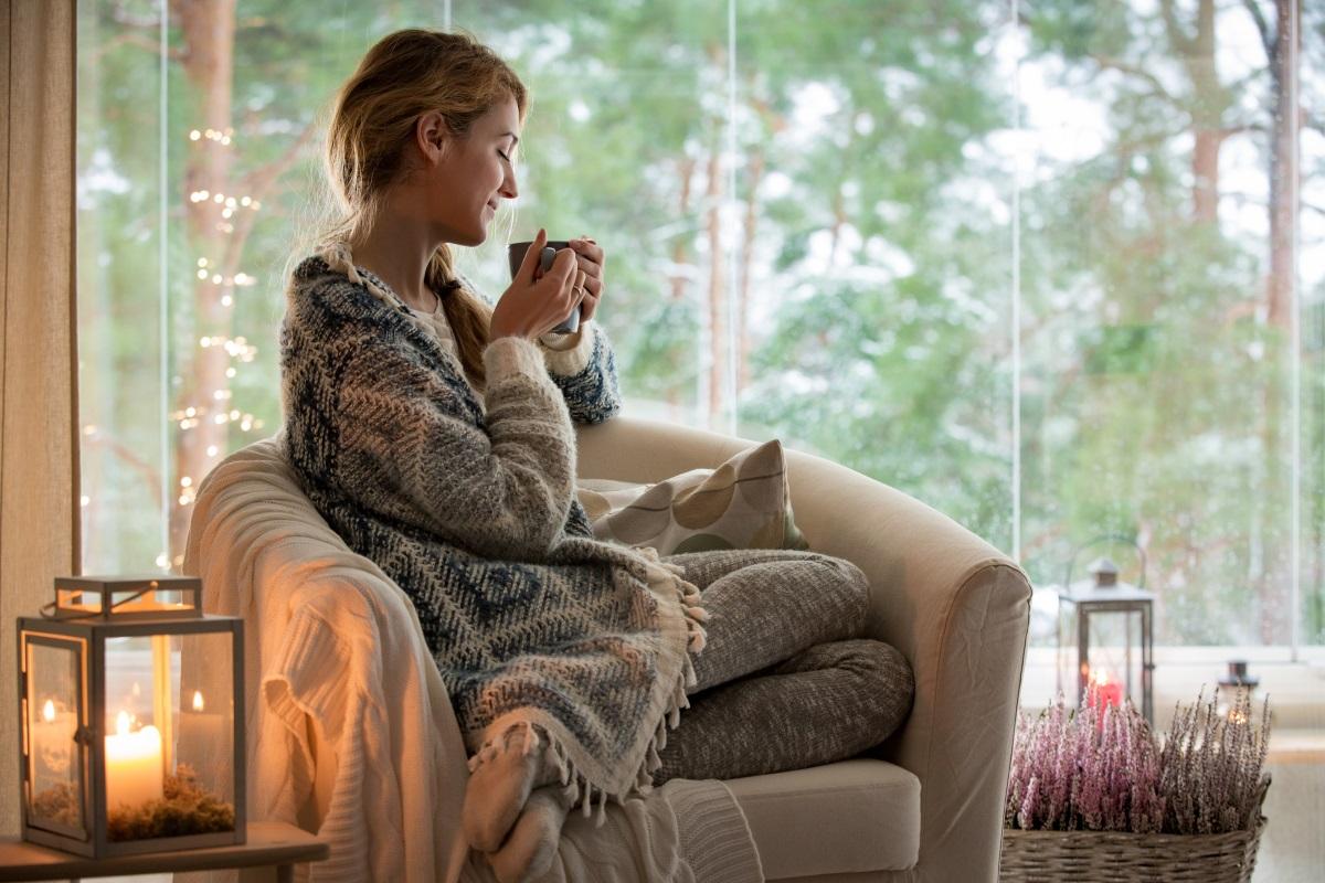 Местенце, отредено само за теб - това може да е удобен фотьойл до прозореца или малък импровизиран кабинет в спалнята. Приятно е да имаш свое местенце в къща, пълна с хора.