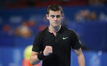 Александър Лазаров стигна 1/4-финалите на турнир в Доха