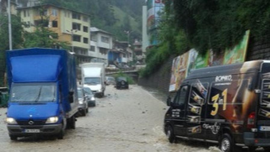 След потопа - какво е положението в страната и кога спира да вали