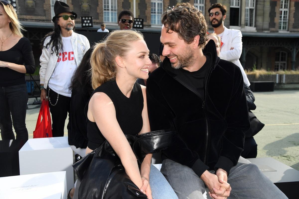 """За тайната венчавка на актрисата Аманда Сейфрид иТомас Садоски разкри младоженецът. През март миналата година актьорът призна, че двамата са си казали """"да"""" в предаването на Джеймс Кордън."""