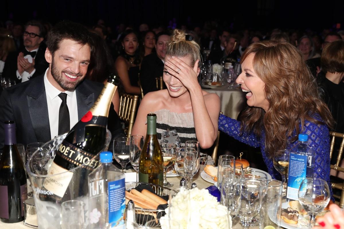 Актрисата Марго Роби и режисьорътТом Акърли се ожениха тайно преди Коледа през 2016 г. Припомняме, че актрисата бе спрягана за новата жена до Брад Пит след раздялата му с Анджелина Джоли.