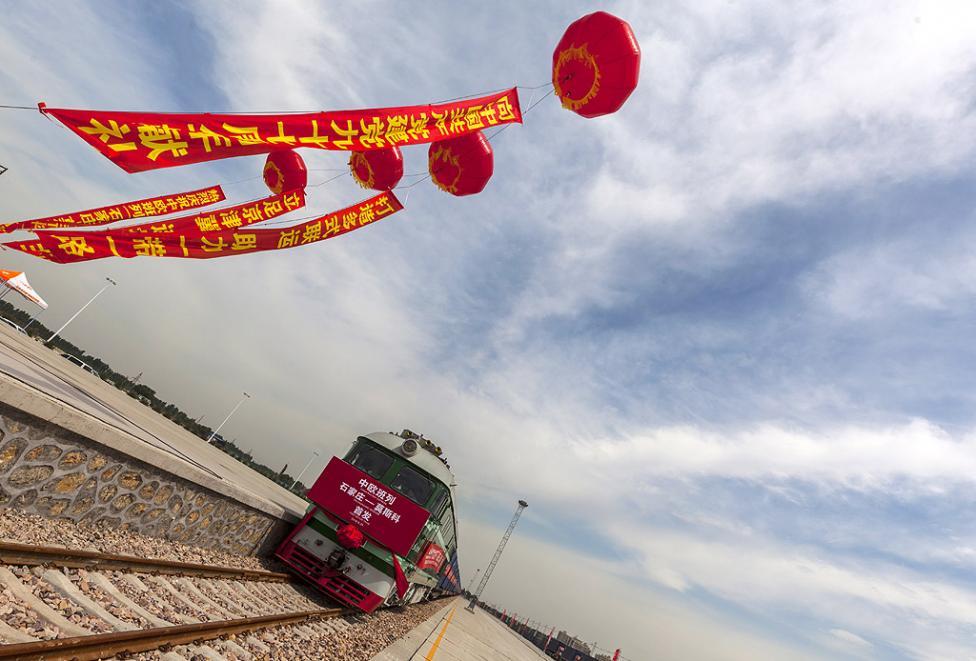 """- Първият влак е подготвен да премине по новият път на коприната от Шъдзяджуан, провинция Хъбей, Китай до Москва, Русия. Проектът, известен като """"Един..."""