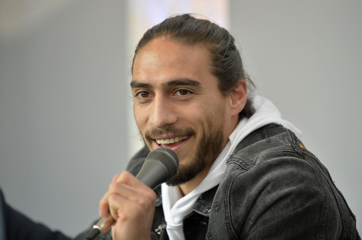Мартин Касерес е от Уругвай. Играе като защитник в Лацио.
