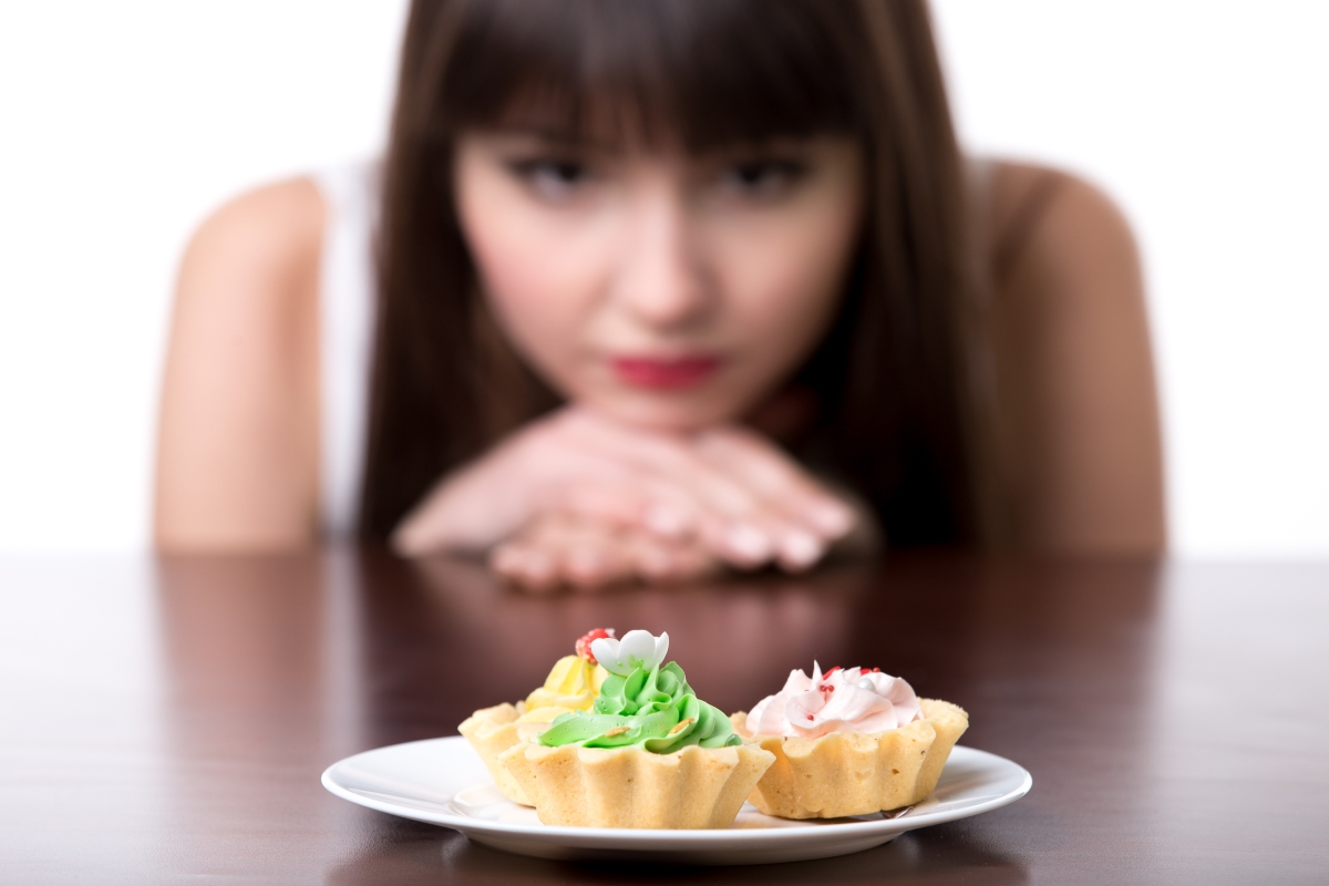 Престанете да се обвинявате, че сте изяли мъфин или парче пица. Това води до един порочен кръг, който не е добър за психиката ви.