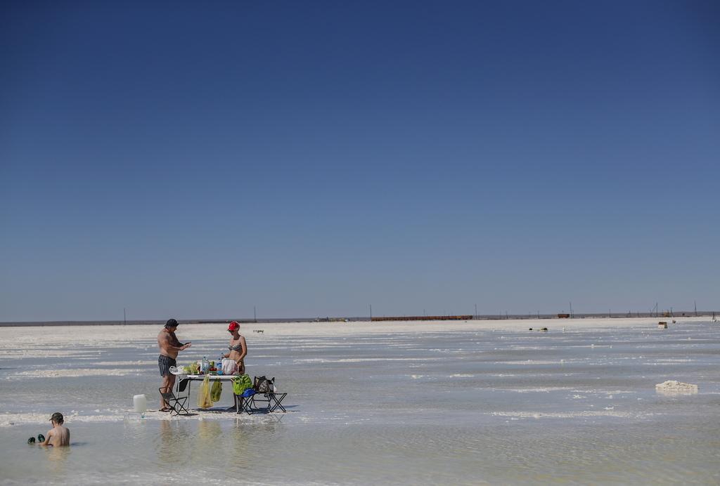 Соленото езеро Баскунчак край село Нижни Баскунчак е разположено в източната част на региона Астрахан, на руско-казахската граница в дълбока кухина 20-25 м под морското равнище и се захранва от река Горкая.