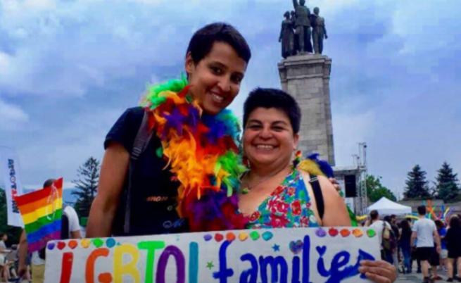 Историческо решение: Българският съд на практика припозна брак на гей двойка
