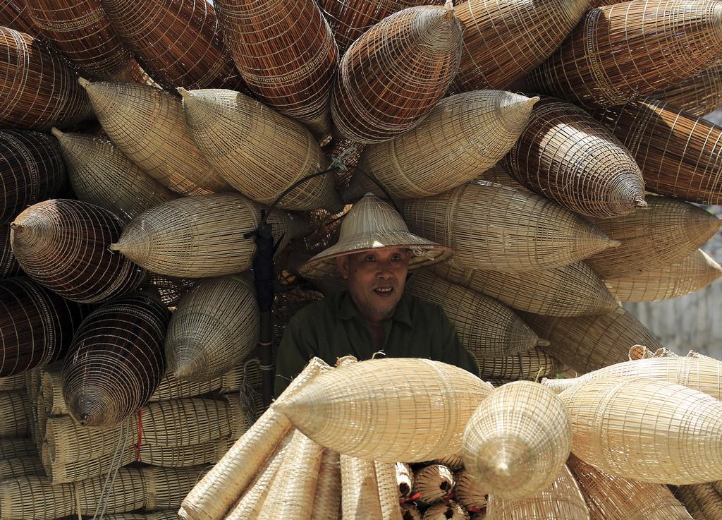 Хората в селото започват да се научават как да тъкат рибните капани около петгодишни, което означава, че децата, старейшините и дори хората с увреждания с две непокътнати ръце могат да ги изработват.