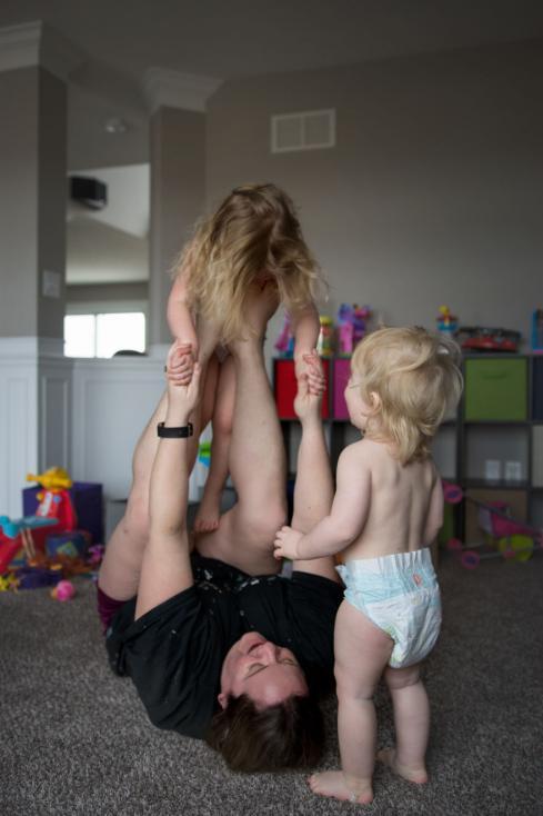 - Майчинството е да забавляваш децата си