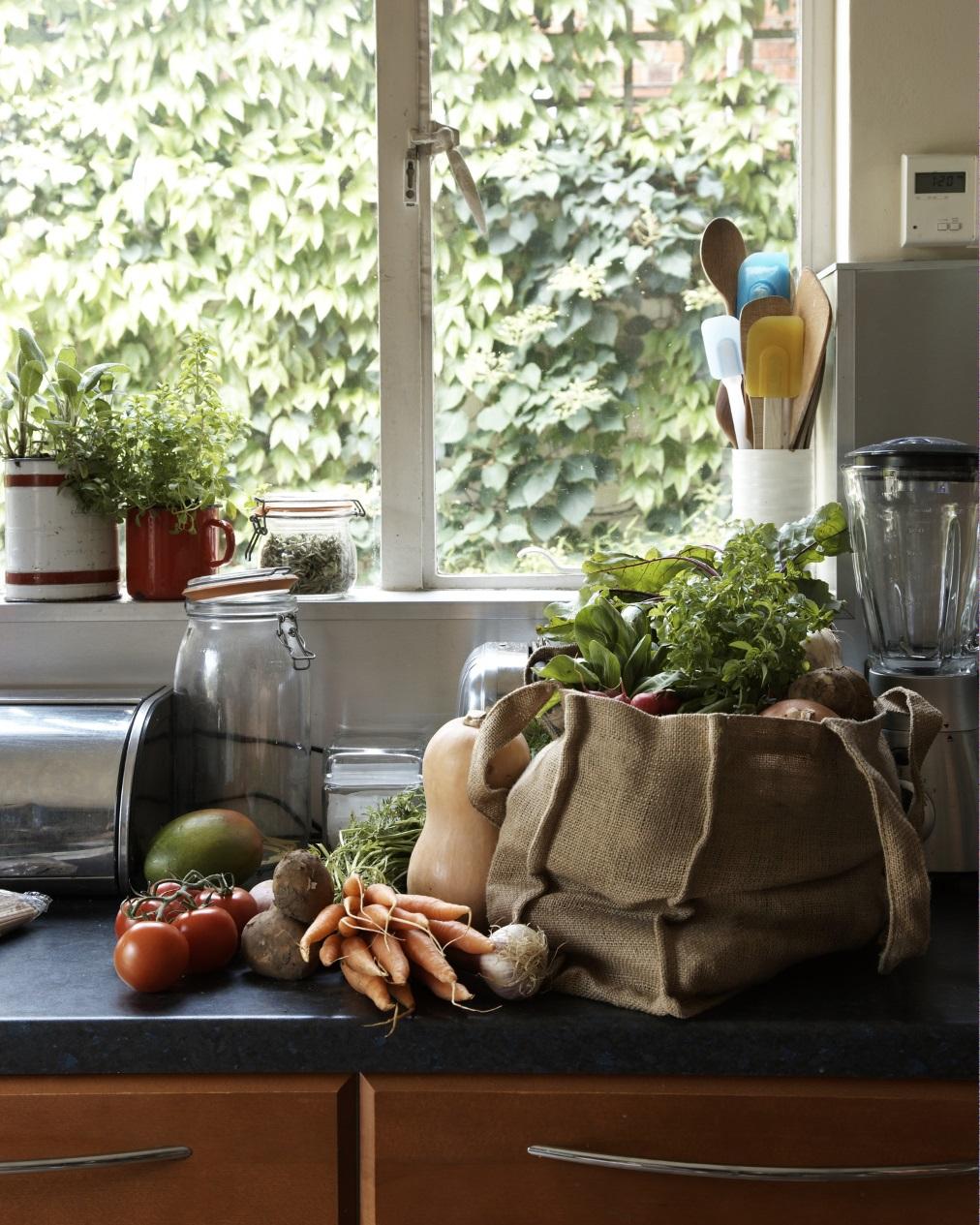 Дали имате много предмети по кухненските плотове.